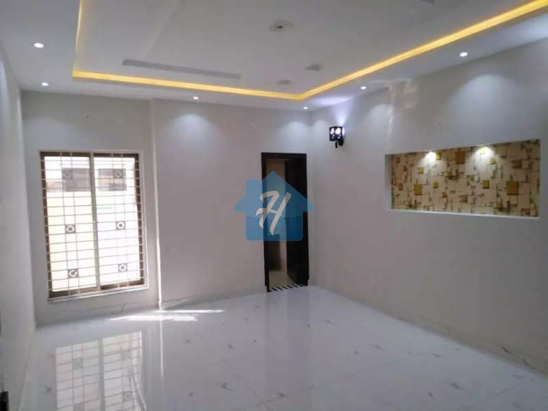 8 Marla Brand New House Umar Block Bahria Town Lahore